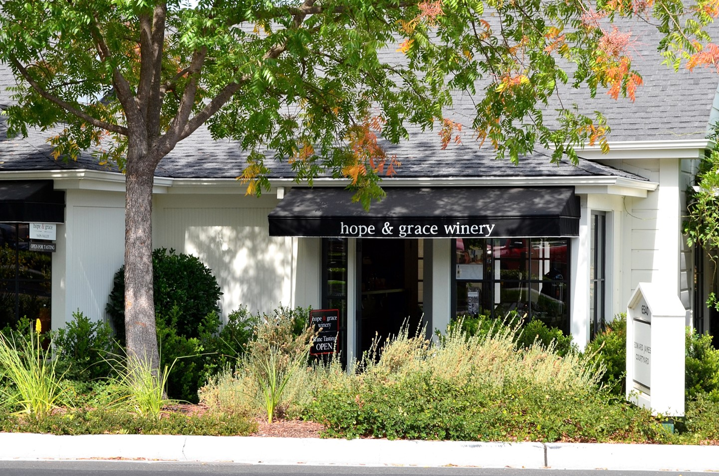 2013 Hope & Grace Wines tasting room front