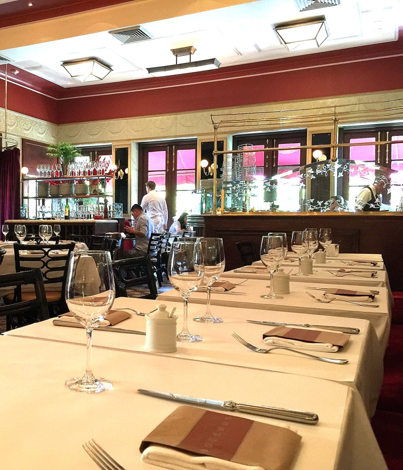 Bouchon Yountville bistro seating