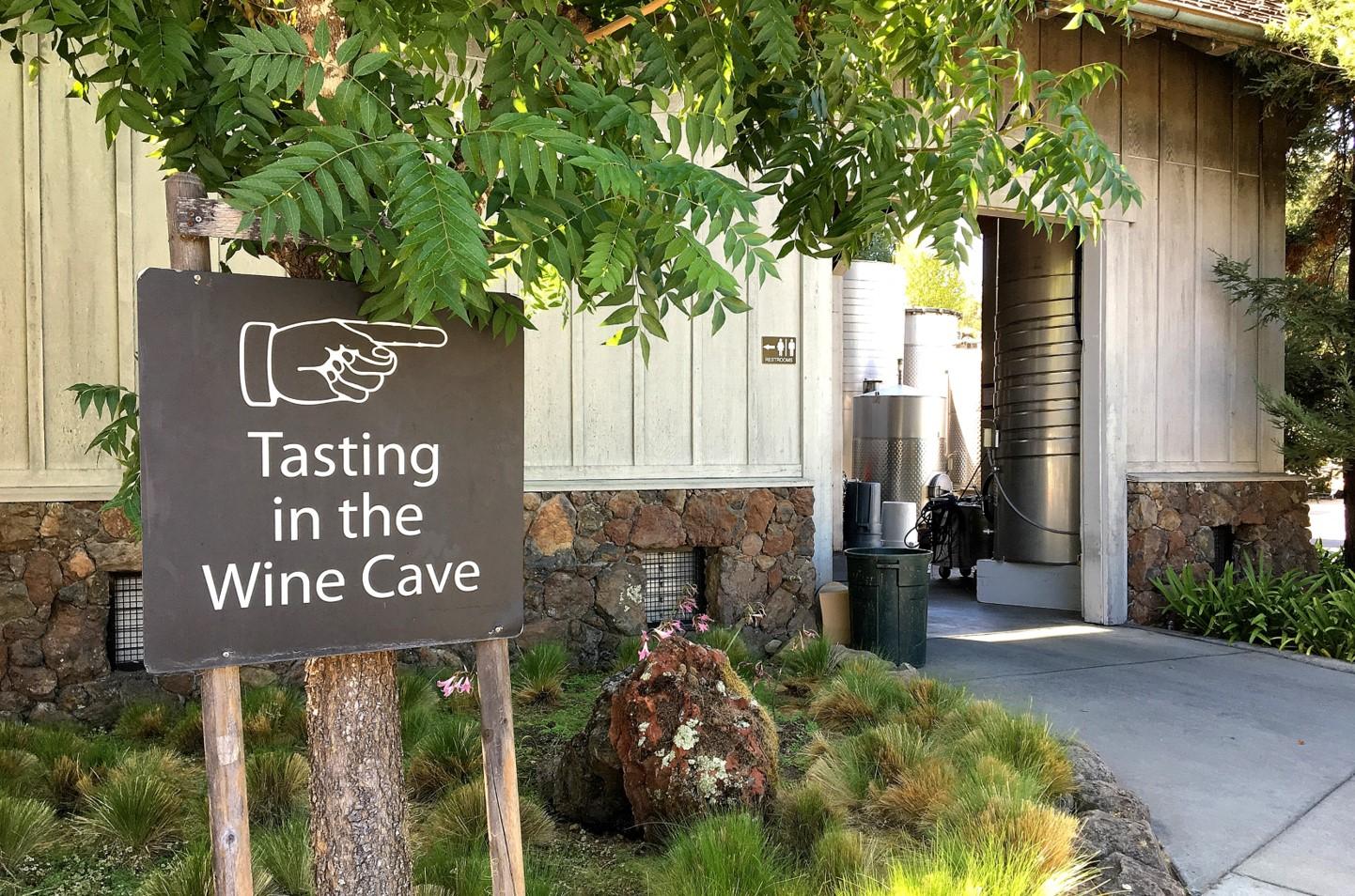 Deerfield Ranch Winery sign to tasting room