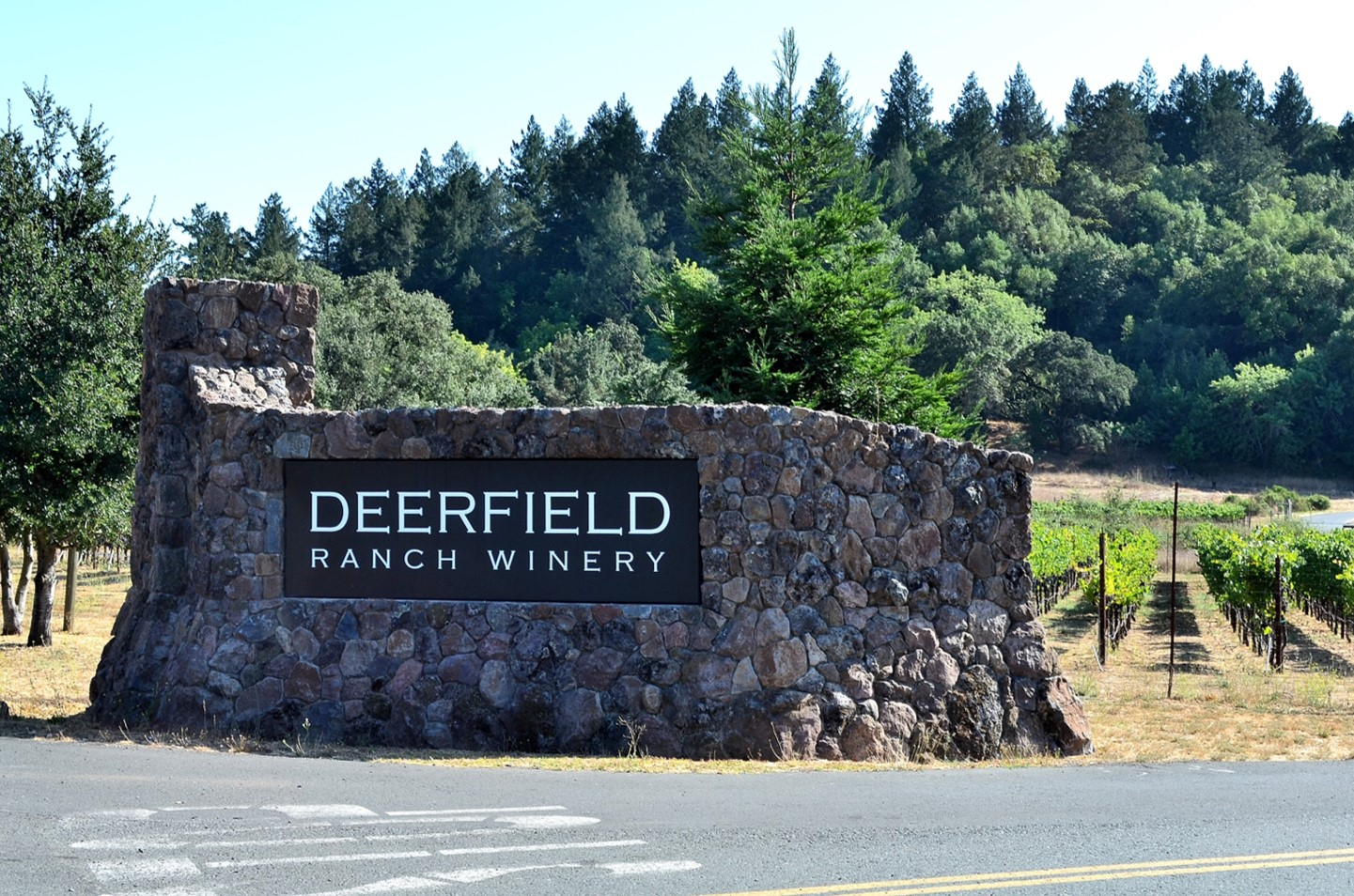 Deerfield Ranch Winery sign