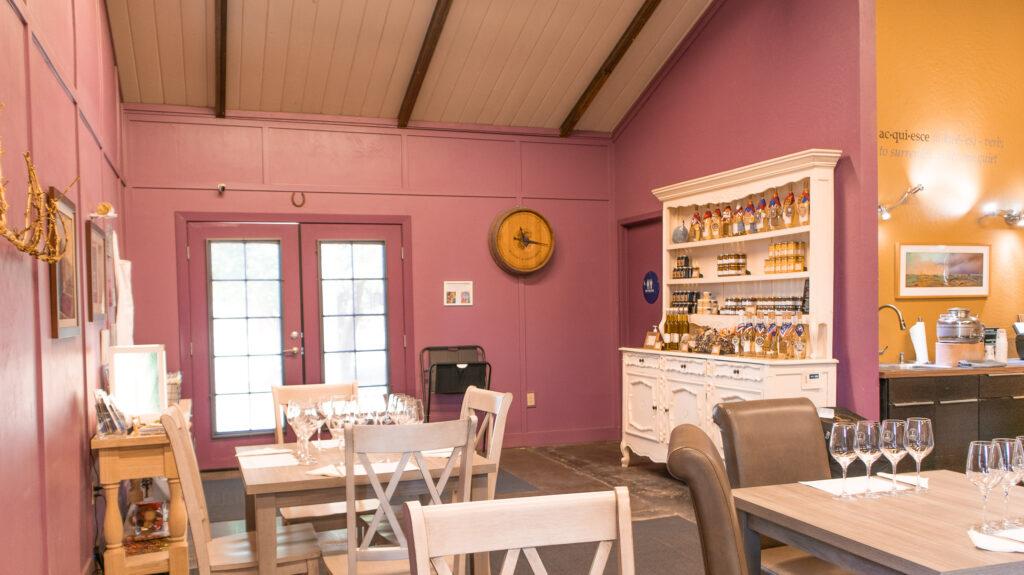 Acquiesce Winery tasting room interior 2021 10 10